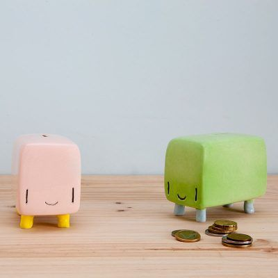 Fenomenoide Tanata's ceramic moneybox. It has the shape of a bus because it can take you very far if you keep your money inside. Save together!