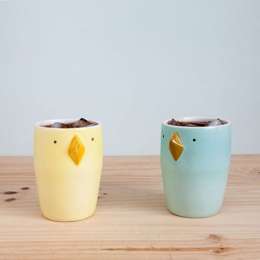 Pajarritos, ceramic glasses in the shape of birds, available in various models, to match the Pajarra, also from Tánata.