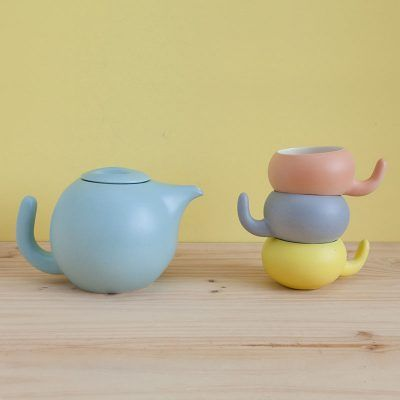Ceramic Ratona teapot in different colors, matte finish.
