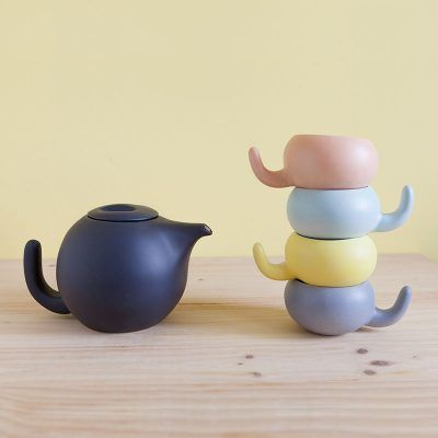 Ratona ceramic teapot with different cups matte finish